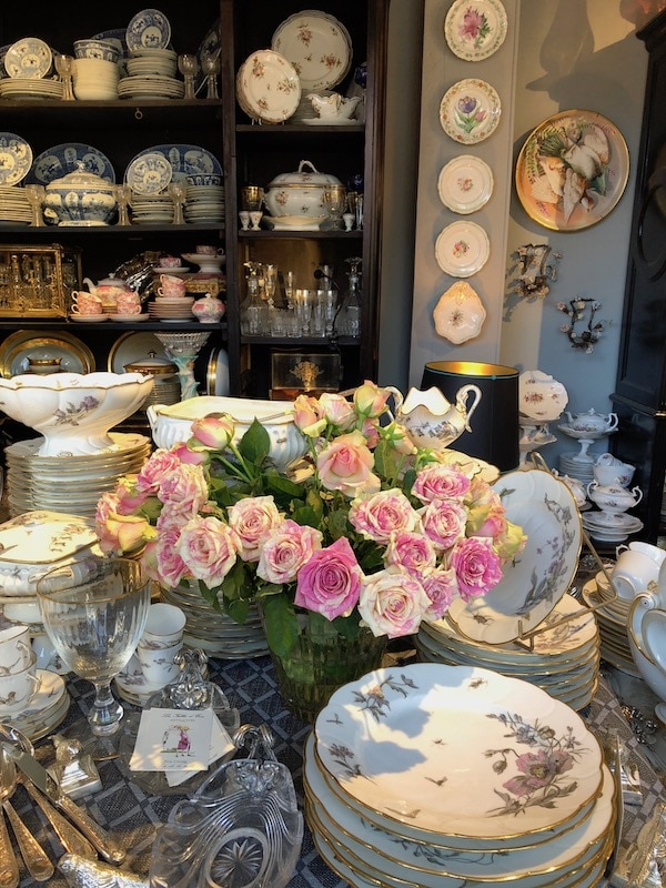 Antique Stand at Chatou: My French Country Home French Lifestyle Tour in Normandy and Paris