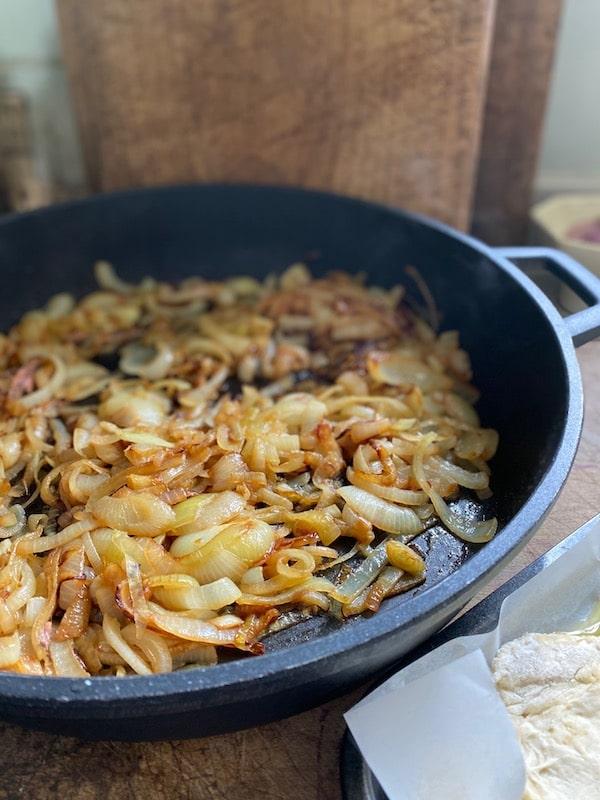 caremised onions