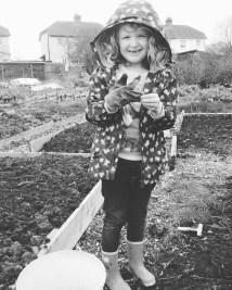 Ava 'little helper' - On the plot