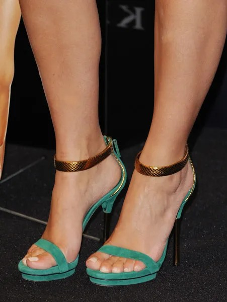Kim kardashian feet Gucci shoes