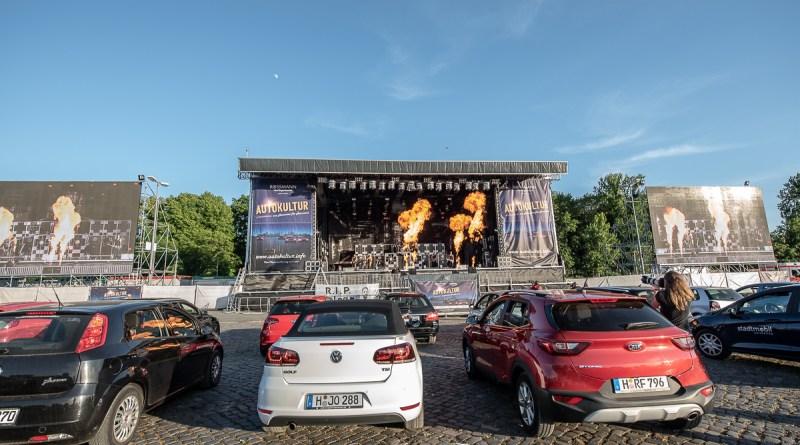 """""""….und die Welt blinkt laut bis zehn"""" – VÖLKERBALL live bei der Autokultur Hannover"""
