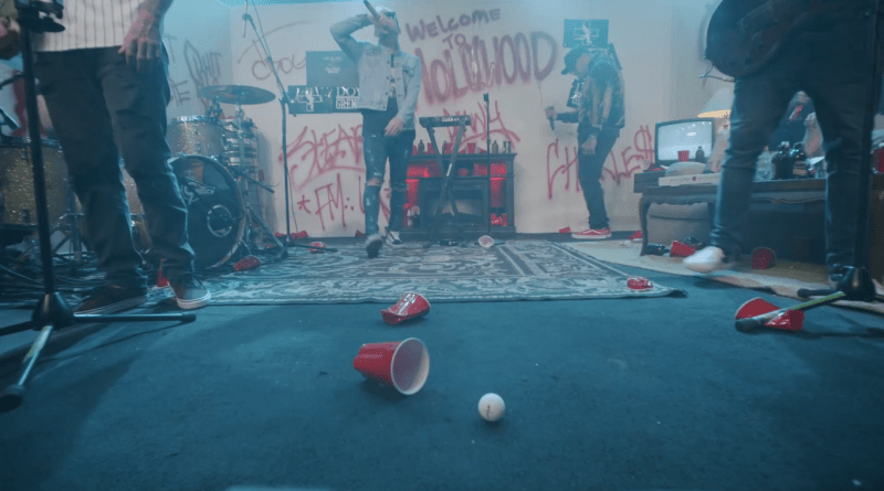 NO MASK – NO ENTRY – Hollywood Undead laden zur Hausparty