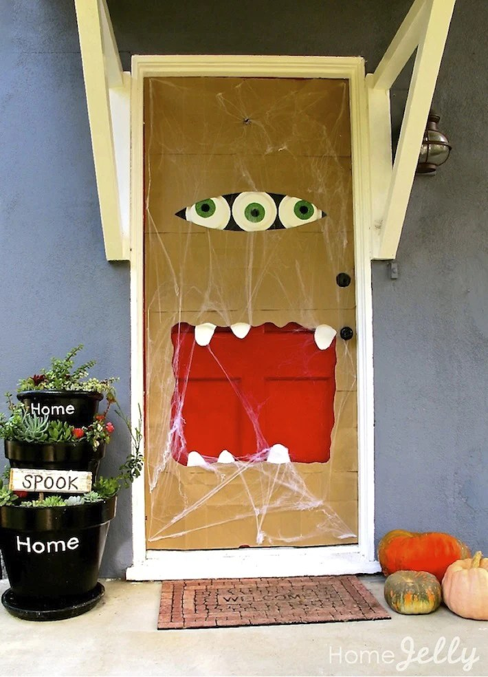 Best 13 Outdoor Halloween Decorations Trick Or Treaters Love This Month