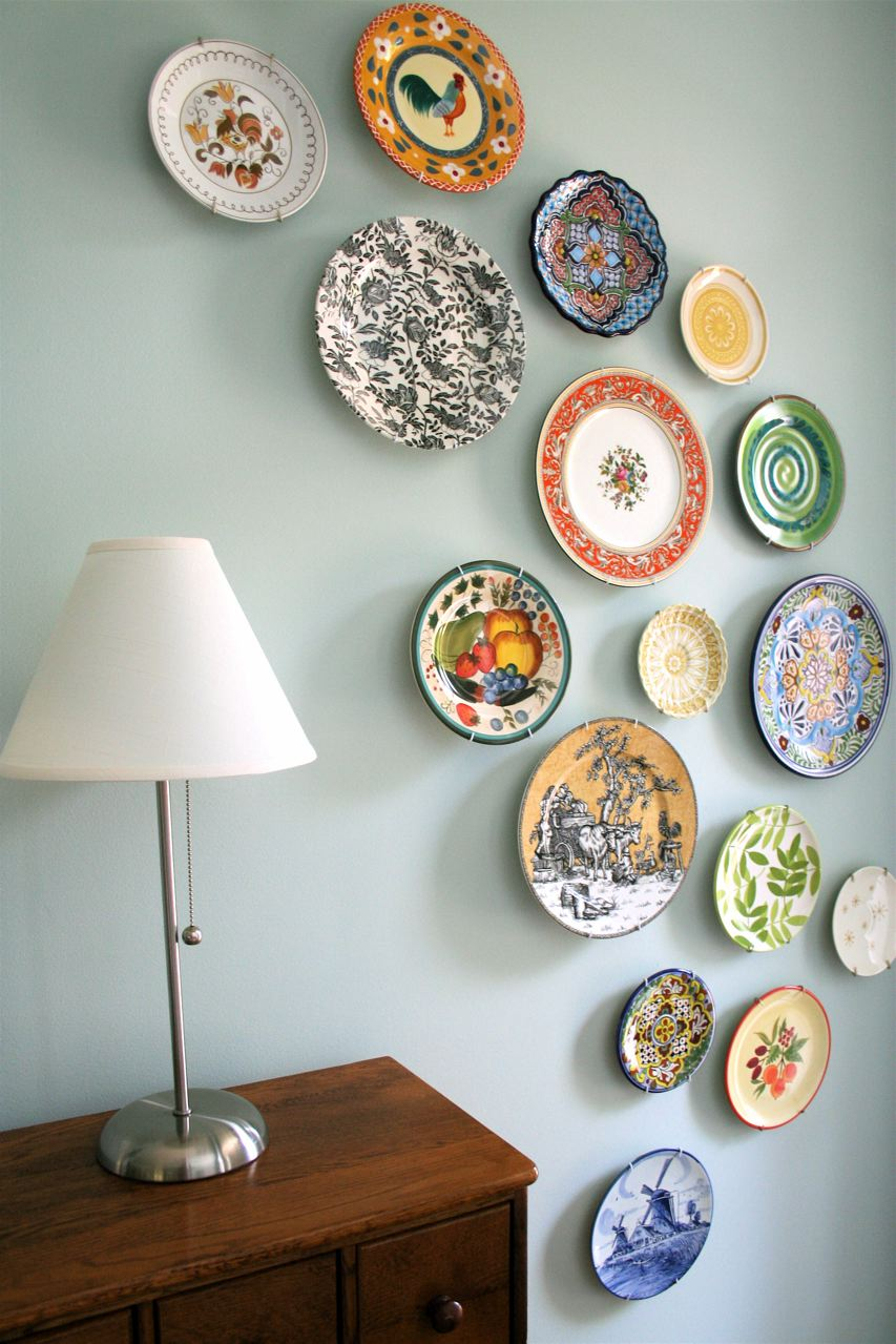 Best 20 Beautiful Wall Decor Ideas Using Decorative Plates This Month