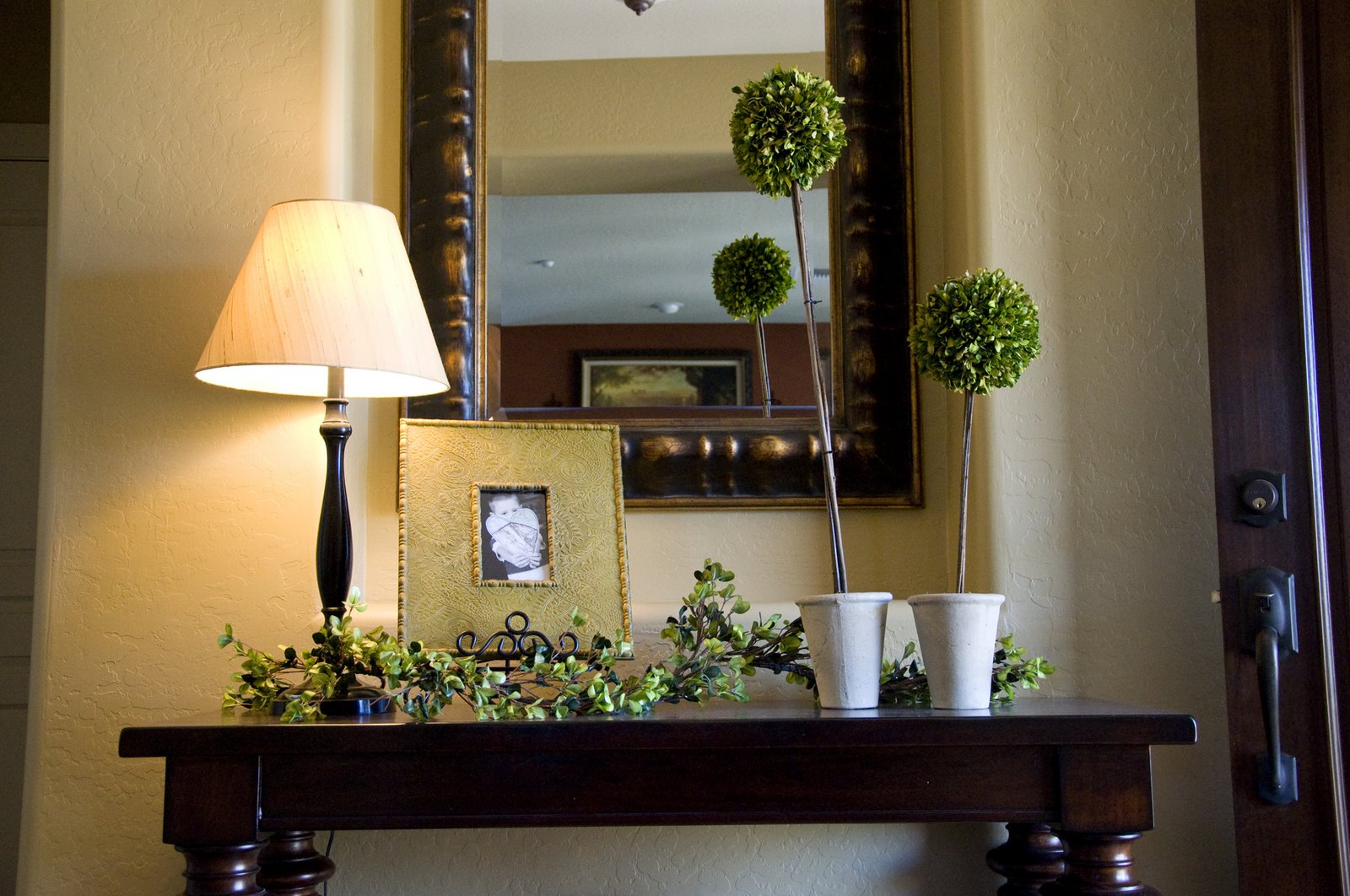 Best Creative Outpour Decorating That Entry Table This Month