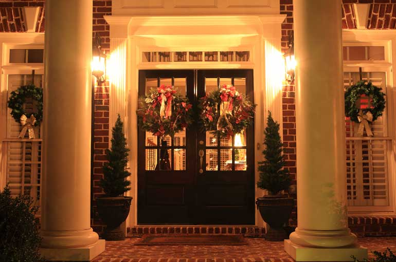 Best Christmas Door Decorating Ideas This Month