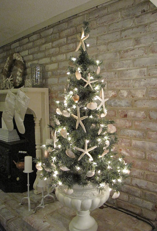 Best 25 Inspiring Beach Christmas Decorations Home Design And This Month
