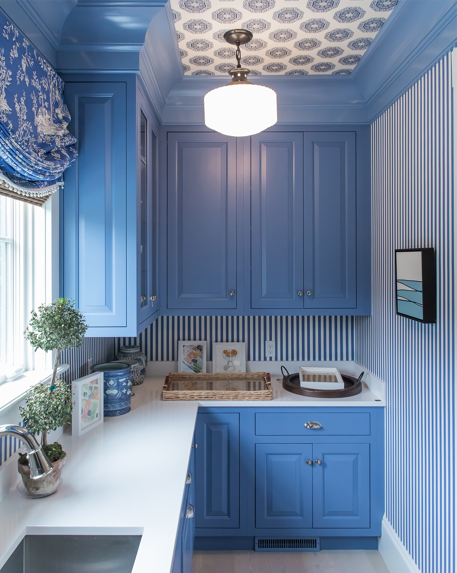 Best 15 Inspirational Ideas For Decorating With Blue And White This Month