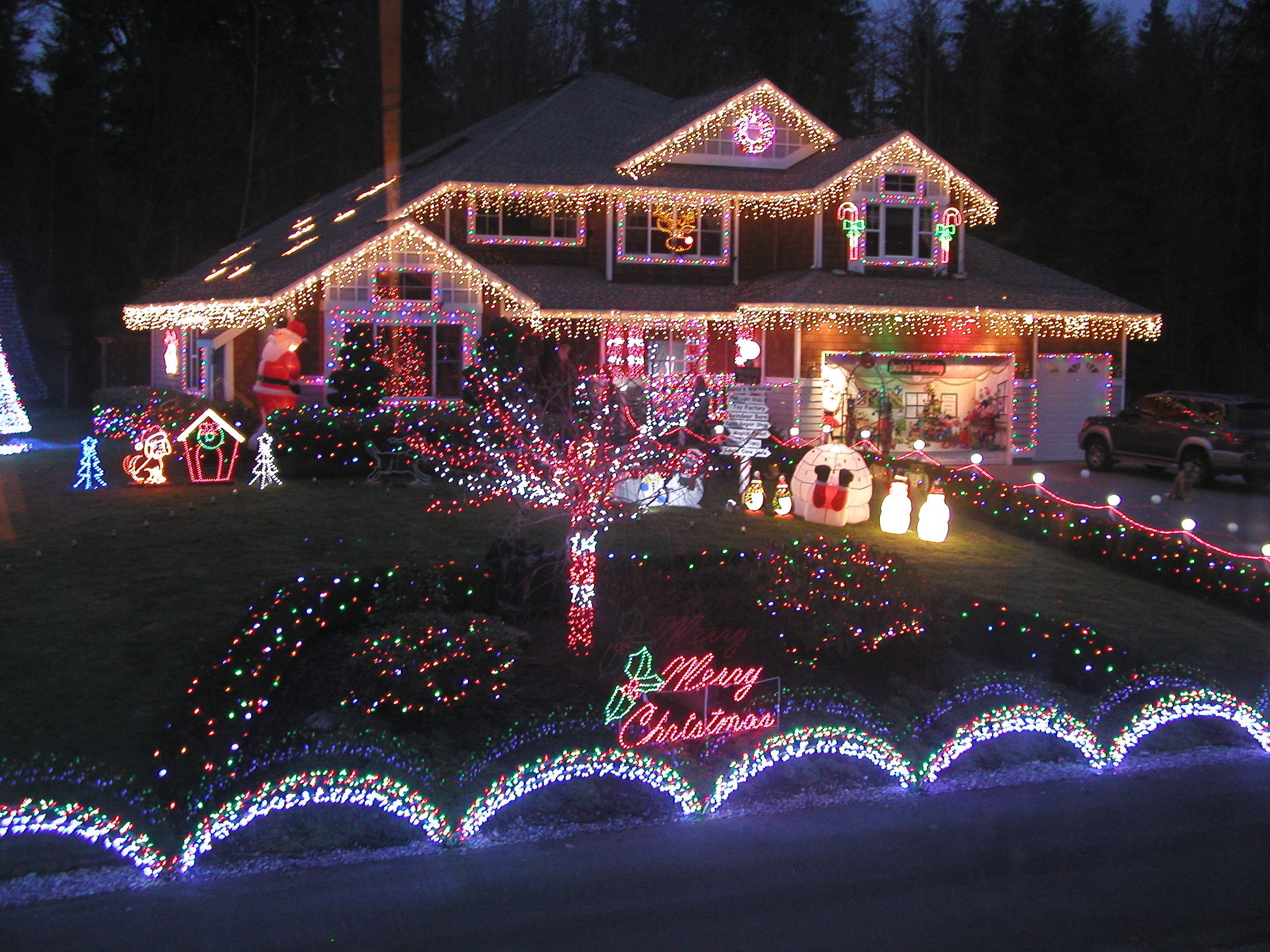 Best Factors To Consider Before Installing Christmas Lights This Month