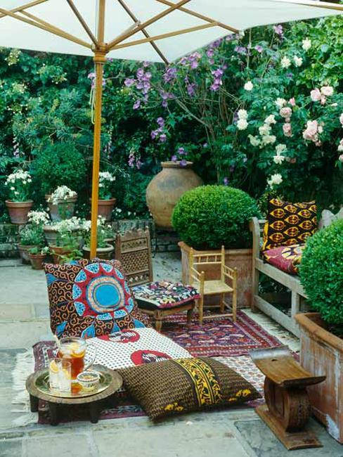 Best 30 Modern Ideas For Outdoor Home Decorating With Flowers This Month