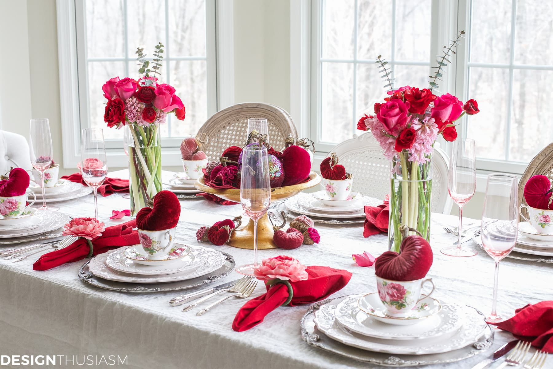 Best Valentine S Day Decorations Plush Velvet Hearts Tablescape This Month