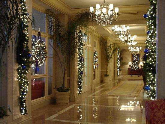 Best 25 Unique Commercial Christmas Decorations Ideas On This Month