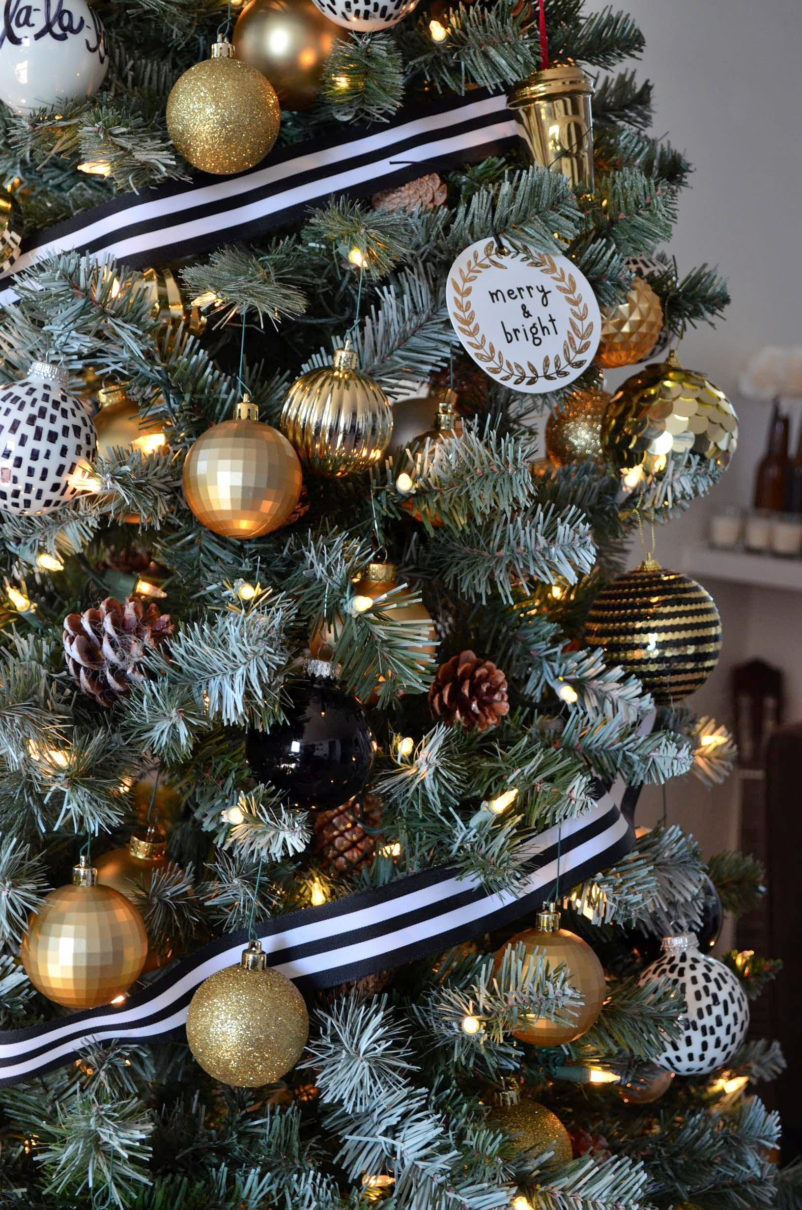 Best Black White And Gold Christmas Tree Glam Christmas This Month