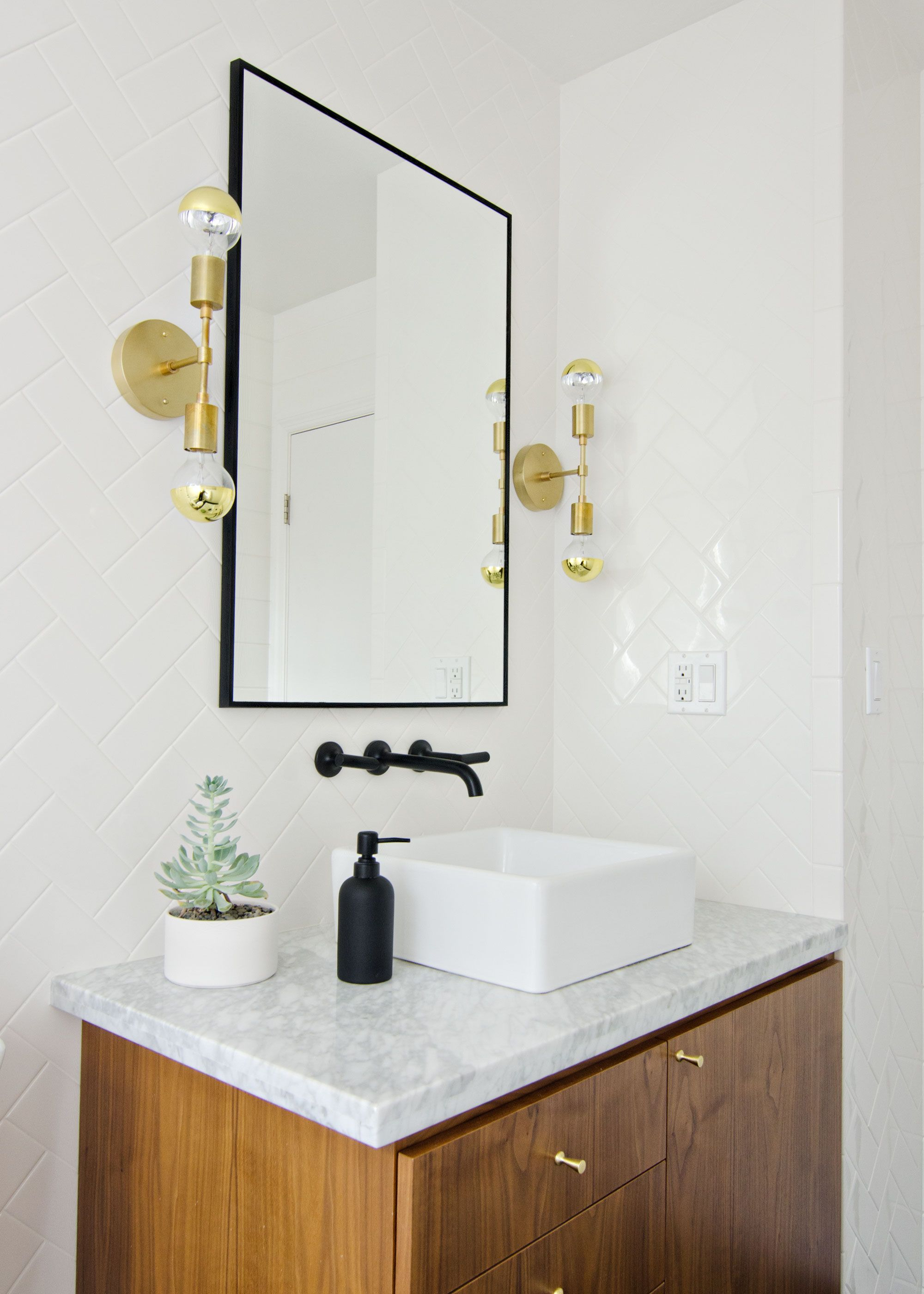 Best Black White Walnut Bathroom With Black Faucet Brass This Month
