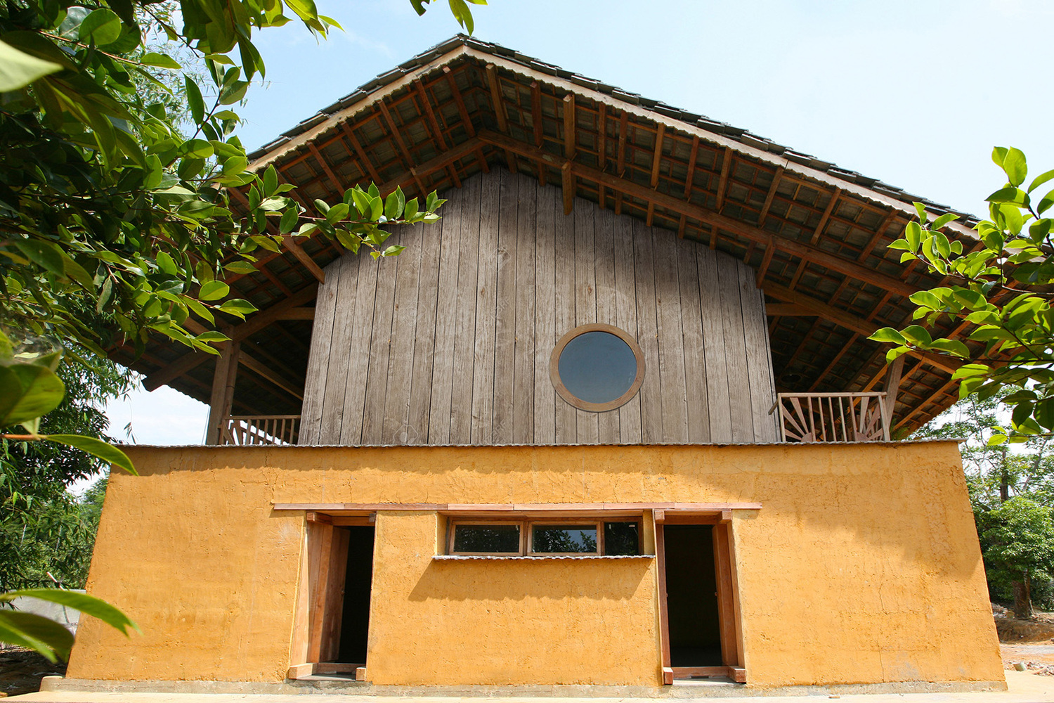 Best Vietnamese Vernacular And Modern Construction Meet In This This Month