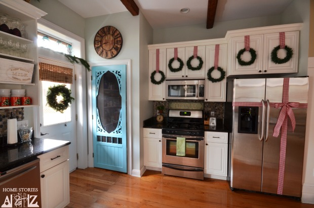 Best Tips On How To Decorate Your Kitchen For Christmas Home This Month