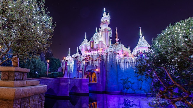 Best Holiday Decor Christmas Lighting At Disneyland Resort This Month