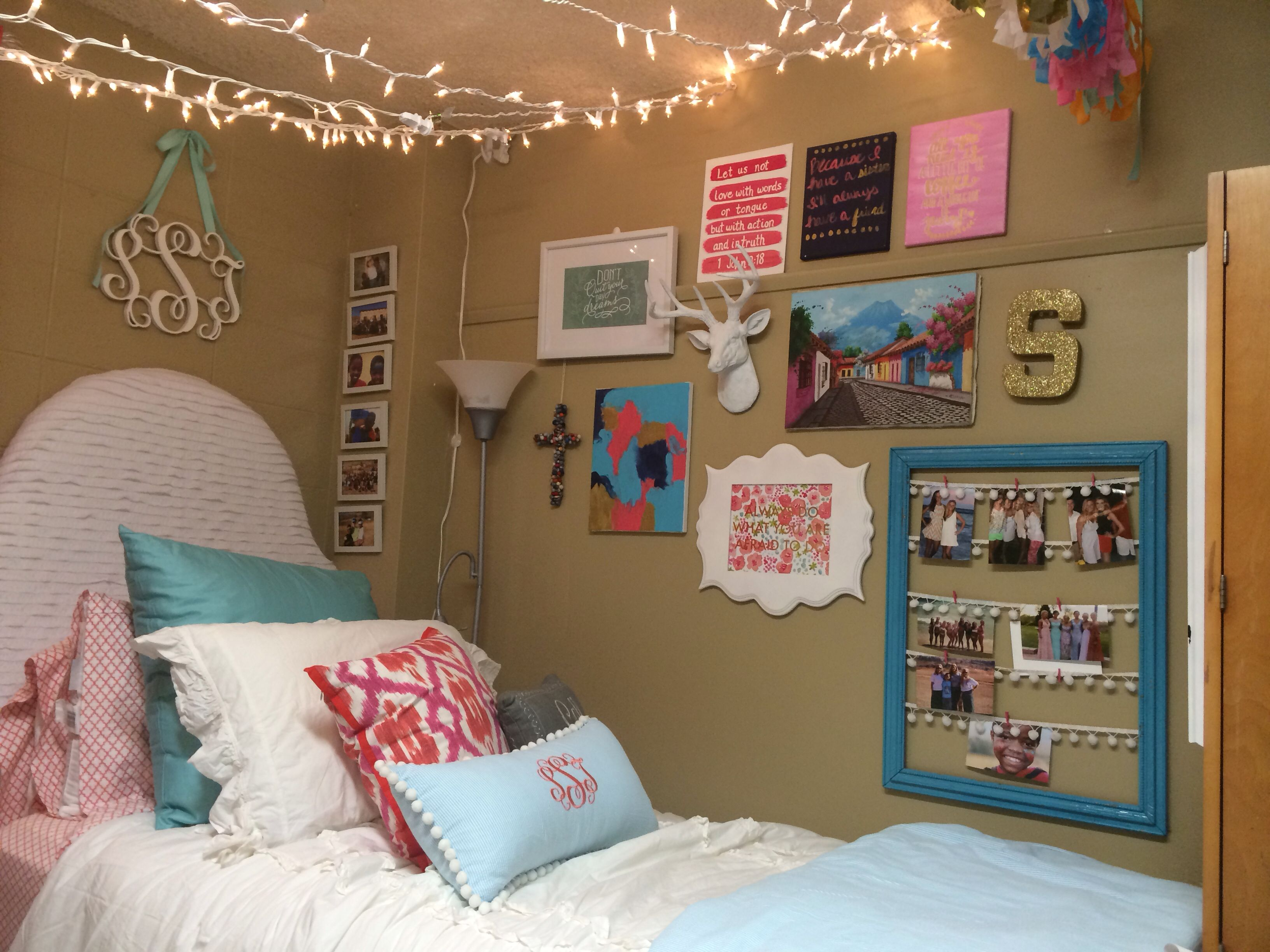 Best Crosby Dorm Ole Miss Love The Gallery Wall And Lights This Month