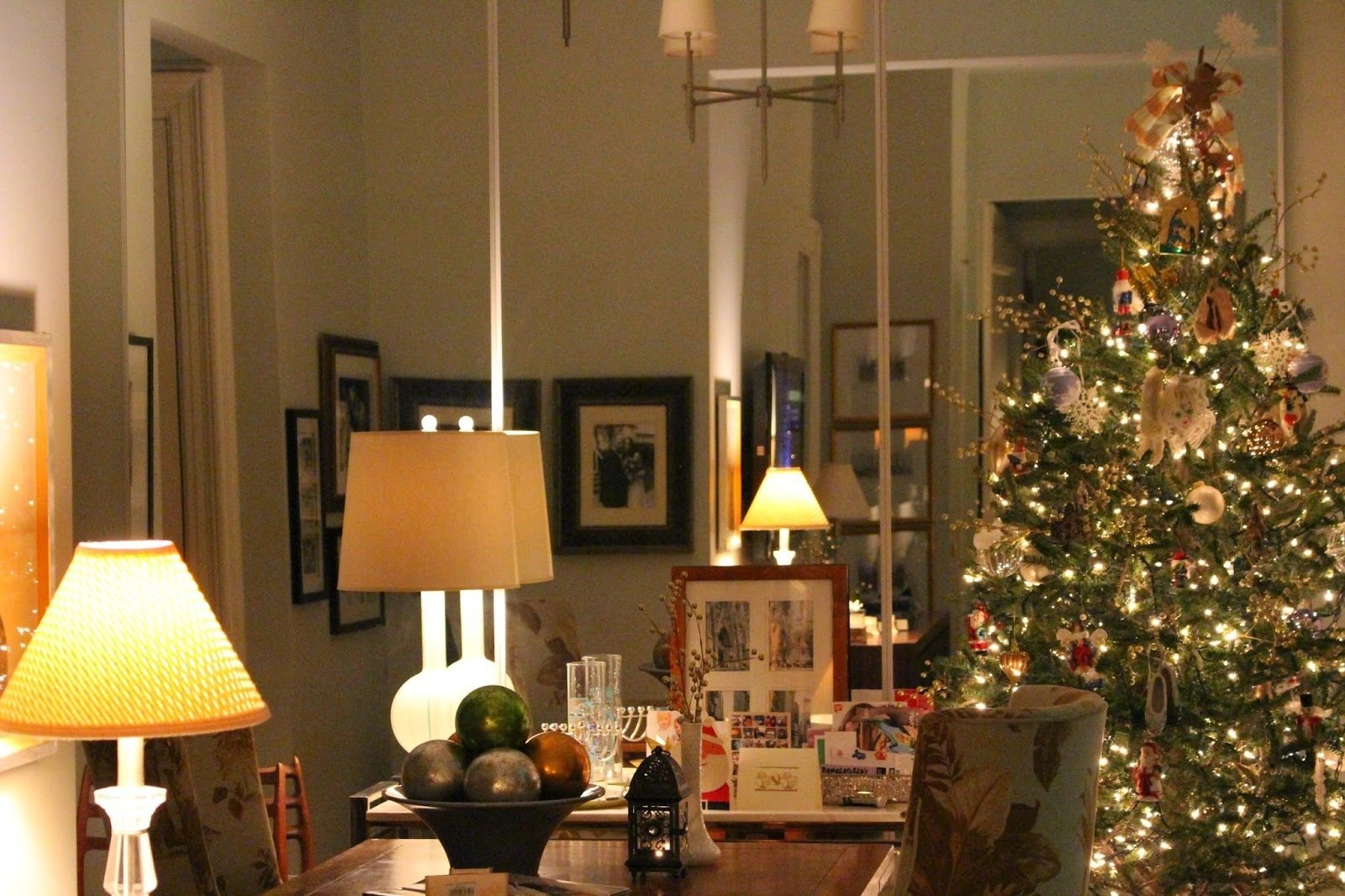 Best Holiday Decorating In Small Spaces My Nyc Apartment At This Month