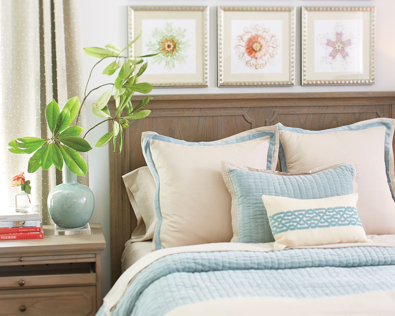 Best How To Arrange Decorative Toss Pillows On Bed This Month