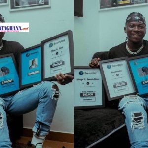 Video: Stonebwoy receives plaques from Boomplay for being the highest streamed artist to date