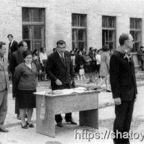 Абуязит Абдулаев на одном из мероприятий Советской средней школы.