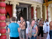 Shaun couldn't stop giggling because at this Hindu temple all the men had to remove their shirts before going in. Much to his disappointment the same rule didn't apply to the women.