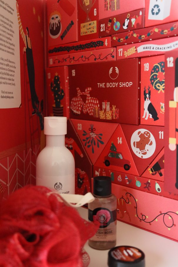 Picture of The Body Shop Advent Calendar including the products inside. Picture taken by Shauny Cuypers