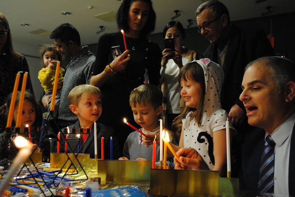 Społeczności Shavei Israel na całym świecie obchodzą Chanukah