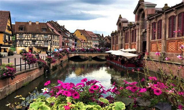 Beautifully embellished in flowers, the little Venice in Colmar