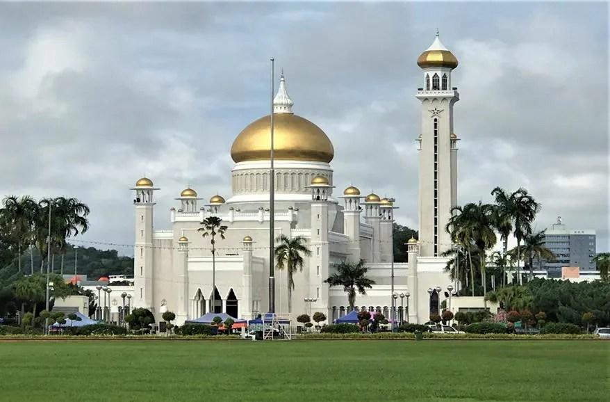 Omar Ali Saifuddien Mosque - Bandar Seri Begawan, Brunei