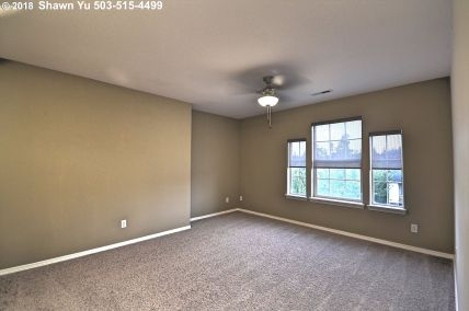 10685 SW Celeste Ln Portland OR 97225 family room by Shawn Yu