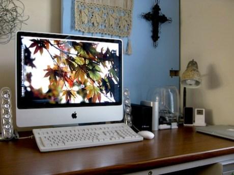 The desk of Stephen Hackett