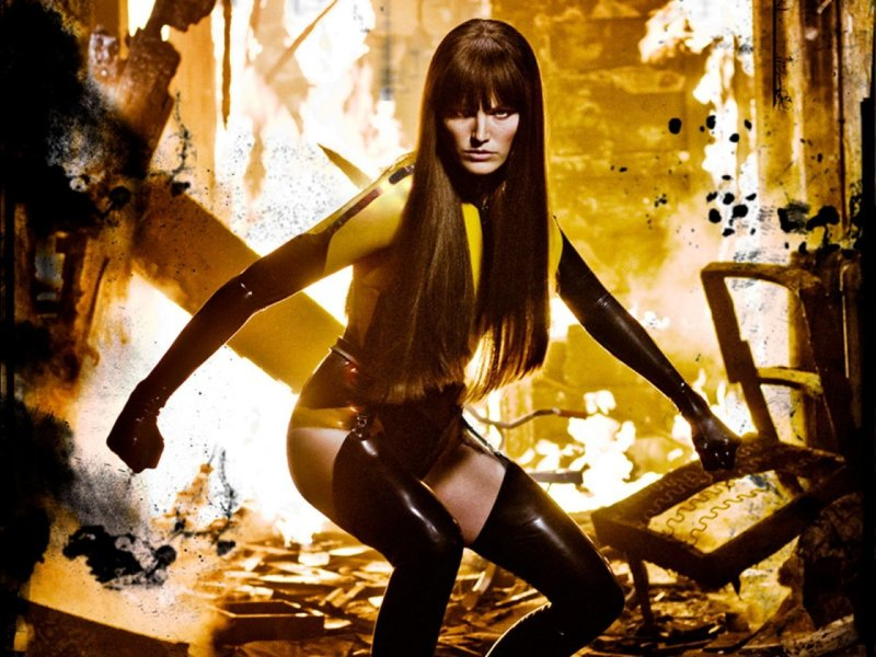 Malin Ackerman as Silk Spectre in Zach Snyder's Watchmen (2009).
