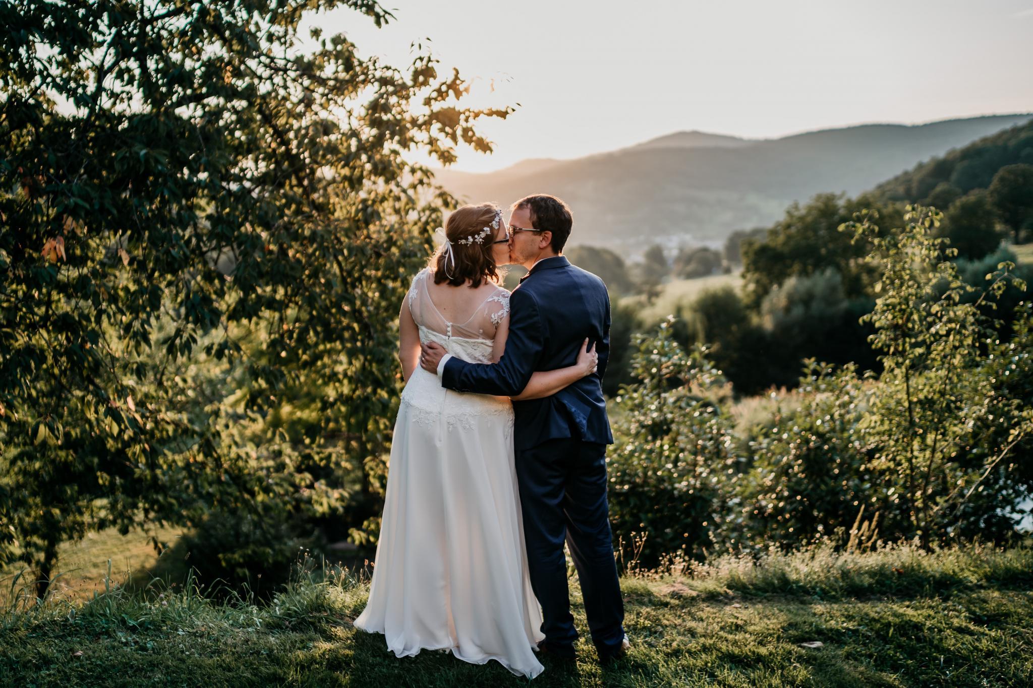 Sommerhochzeit auf Hofgut Hohenstein Brautpaarshooting