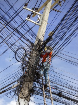 electrical-cable-mess-2654084_1920