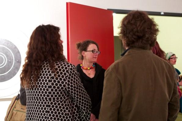 art-gallery-conversation