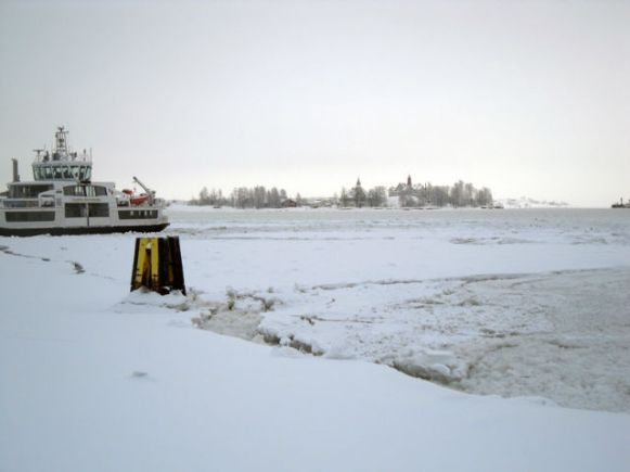 The-Finnish-Harbor-frozen-Over
