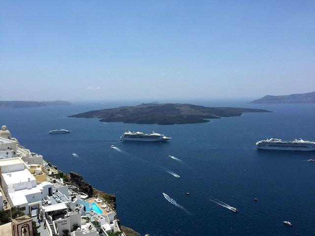Stunning Santorini Greece - Cruise ships from Thera
