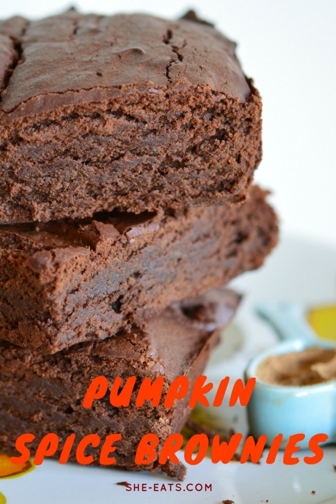 Pumpkin spice brownie recipe / SHE-EATS.COM