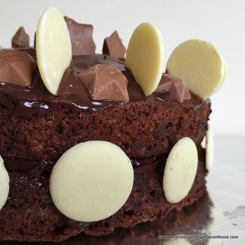 Best chocolate recipes roundup / Chocolate Week 2017 / SHE-EATS / drinking choc cake