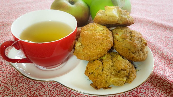 Cup of tea with cookies on a plate / Apple oat cookie / SHE-EATS