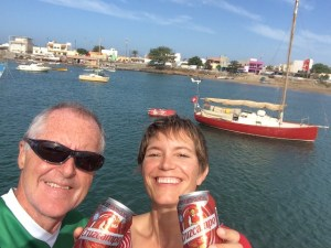 uff, geschafft, wir sind glücklich und geniessen eines der letzen Cruzcampo, bald gibt es Sagres ;-)