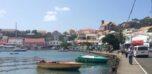 the Carenage, the city harbour of St. George is very charming and surprises us positively not having any of the souvenier shops that you would usually find in such places