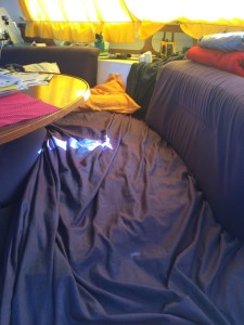 since in the hulls the waves are too noisy we alternately sleep on the sofa behind the salon table...