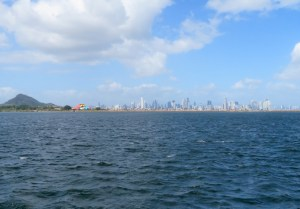 Panama City - the Cerro de Ancon, the Bio Museum and the Skyline of the city are just right behind our anchorage ;-)