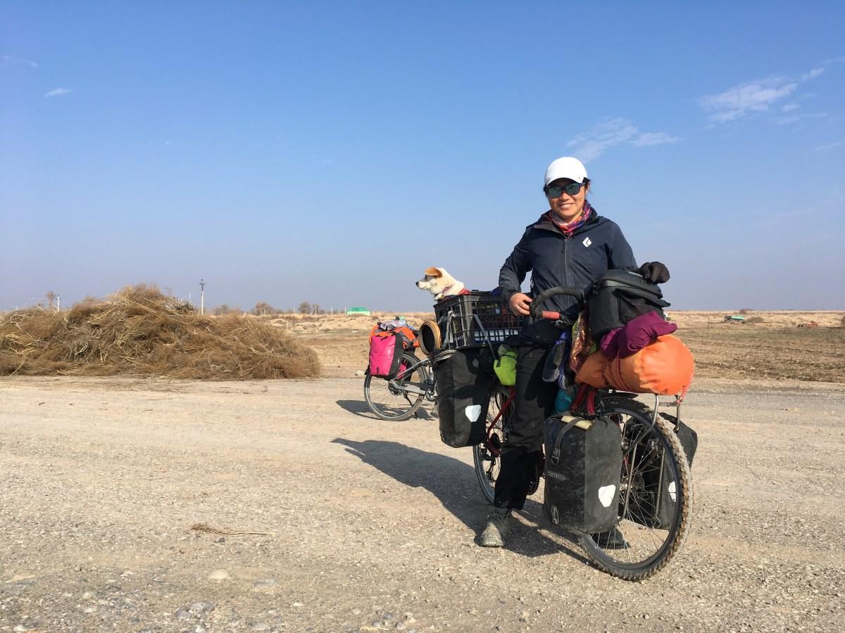 Alice aus Hong Kong: Reist als Soloradlerin nicht ganz allein, sondern mit ihrem Hund Canton. (Bild: Andrea Freiermuth)
