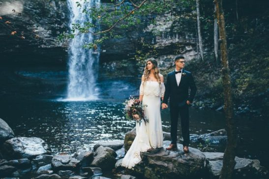 this-oakleaf-cottage-wedding-perfectly-nails-free-spirited-sophistication-amber-phinisee-33-700x467
