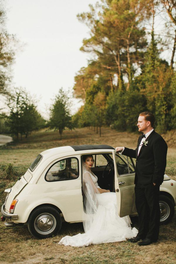 this-villa-le-piazzole-wedding-is-quintessentially-tuscan-4-600x900