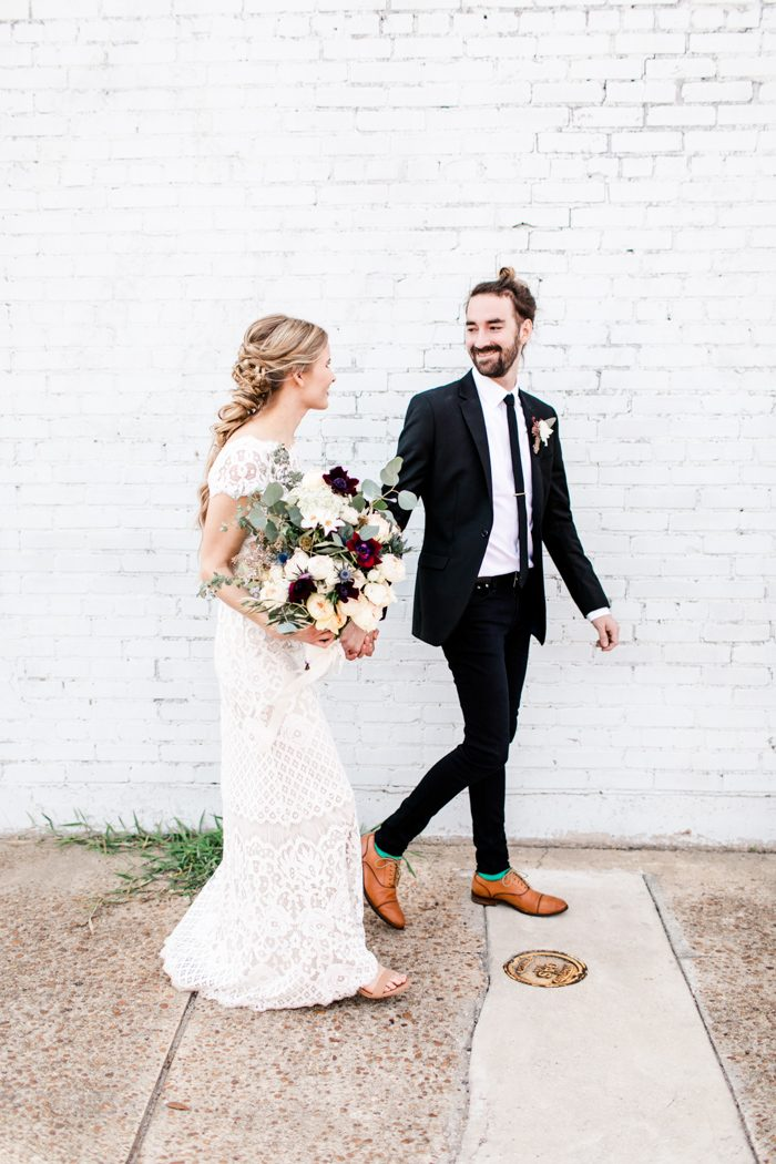 this-wedding-at-the-glass-factory-proves-that-minimalism-can-be-totally-romantic-natalie-broach-photography-35-700x1050